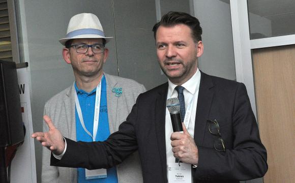Tom Malessa und Prof. Dr. Tobias Kollmann