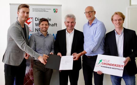 Hub Management Team mit Prof. Andreas Pinkwart (Foto: MWIDE NRW/R. Sondermann)