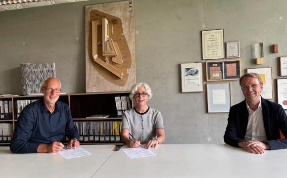 v.l. Matthias Günnewig, Vorstand;  Julia B. Bolles Wilson; Frank Wallow, Aufsichtsratsvorsitzender