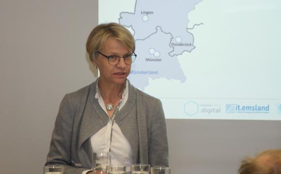 Regierungspräsidentin Dorothee Feller bei Ihrer Ansprache